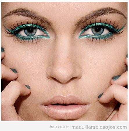 Maquillaje de ojos con eyeliner verde brillante