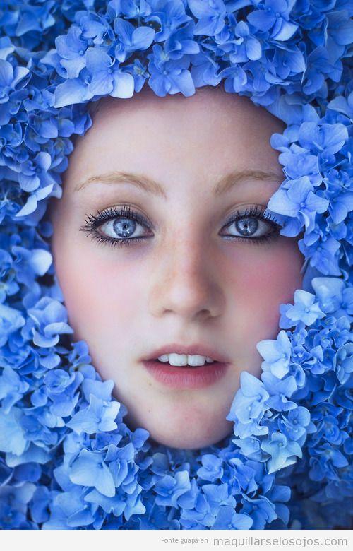 Maquillaje ojos azules en tonos azul verdoso